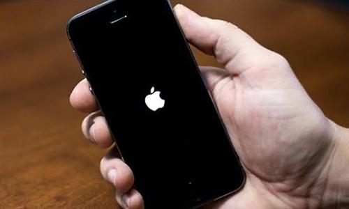 Làm gì khi iPhone đột nhiên tắt nguồn?